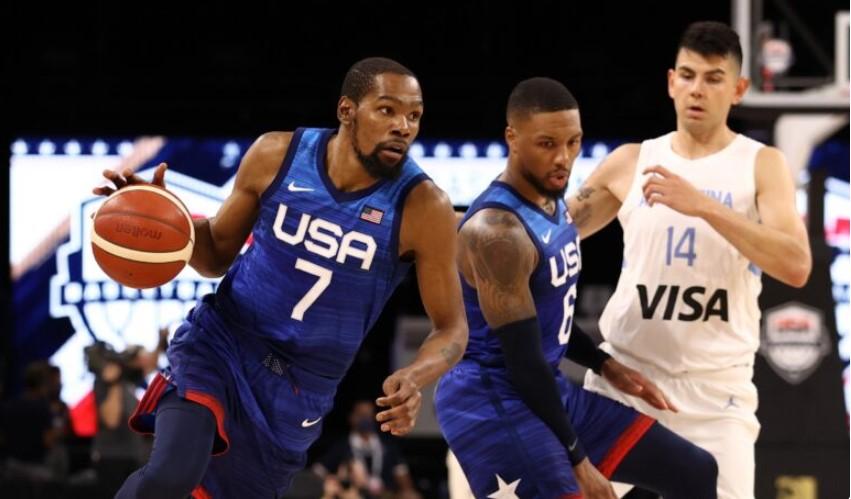 美国队在奥运会前的最后一场比赛中击败西班牙队