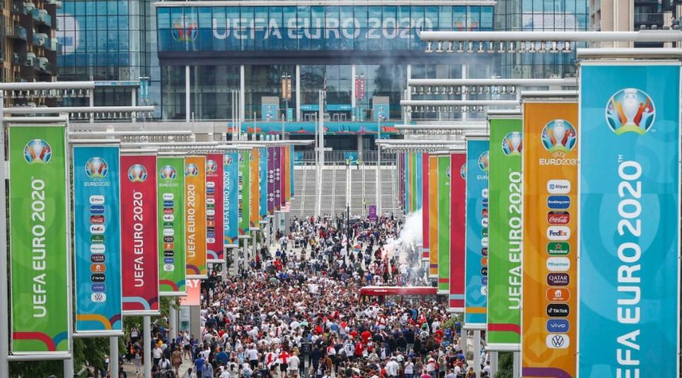 男子因在 2020 年欧洲杯决赛后发布的种族歧视社交媒体信息而被指控