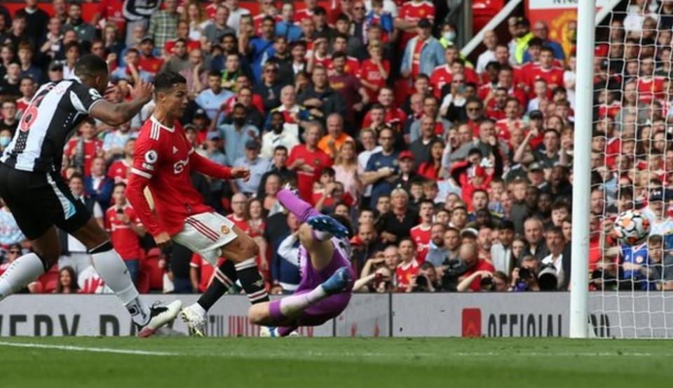 C罗在回归曼联的首秀中打进了两个球