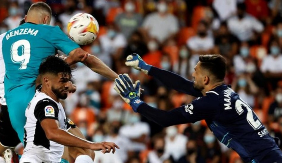 皇家马德里在后期进了两个球以反击巴伦西亚