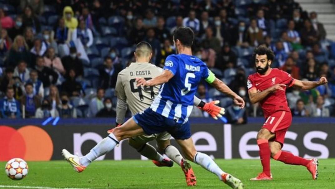 利物浦轻轻松松击败了波尔图以保持小组第一       利物浦在对阵波尔图时造成了另一场惨败,以保持他们的欧冠小组赛第一。尤尔根.克洛普 (Jurgen Klopp) 的球队在比赛中保持 100% 的开