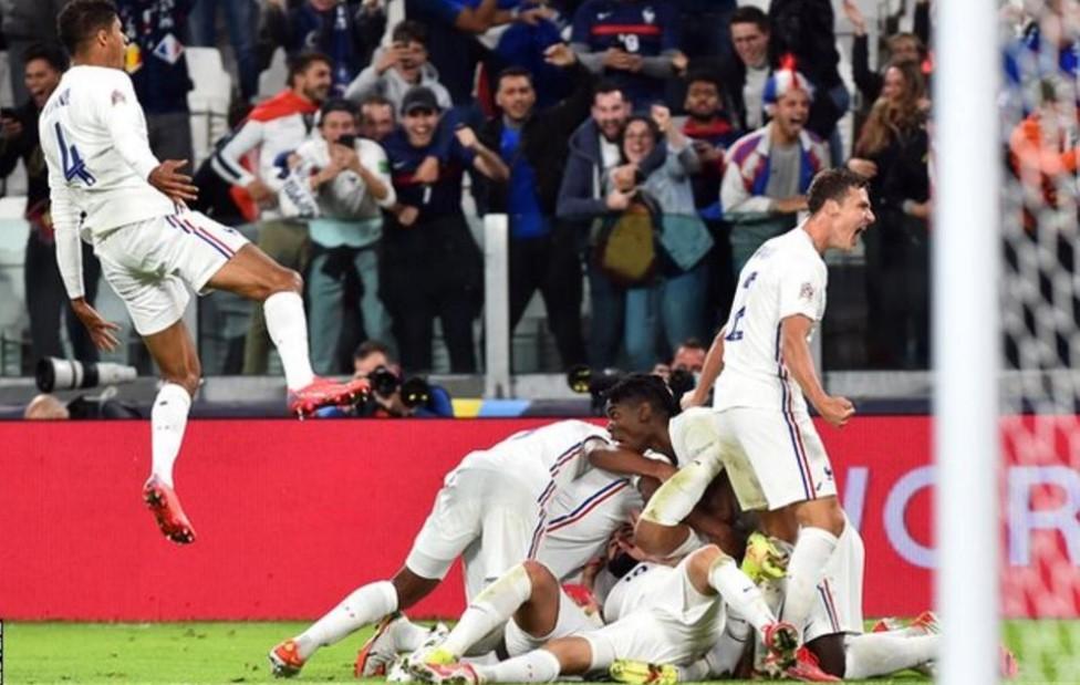 法国队以惊人的反击击败了比利时队而进入了欧洲足联国家联赛总决赛