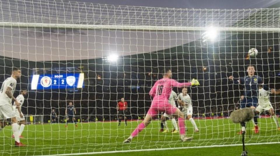 斯科特.麦克托米奈加时赛中的关键进球使苏格兰获得了世界杯预选赛附加赛的资格