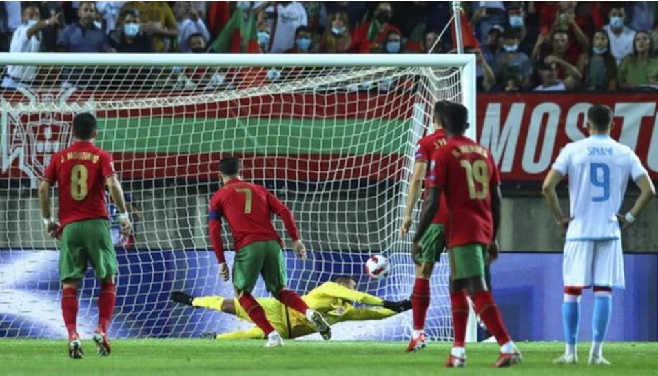 罗纳尔多在葡萄牙轻松击败卢森堡的比赛中上演帽子戏法