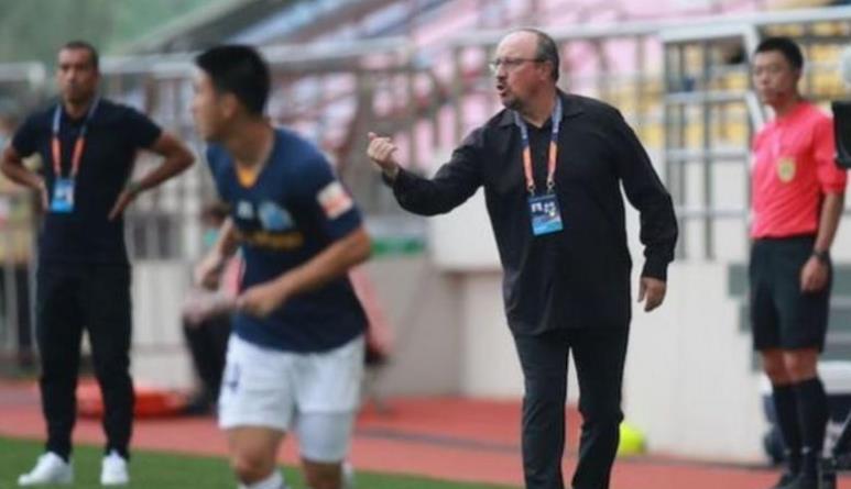 拉菲尔•贝尼特斯(Rafael Benitez)已离开大连专业俱乐部