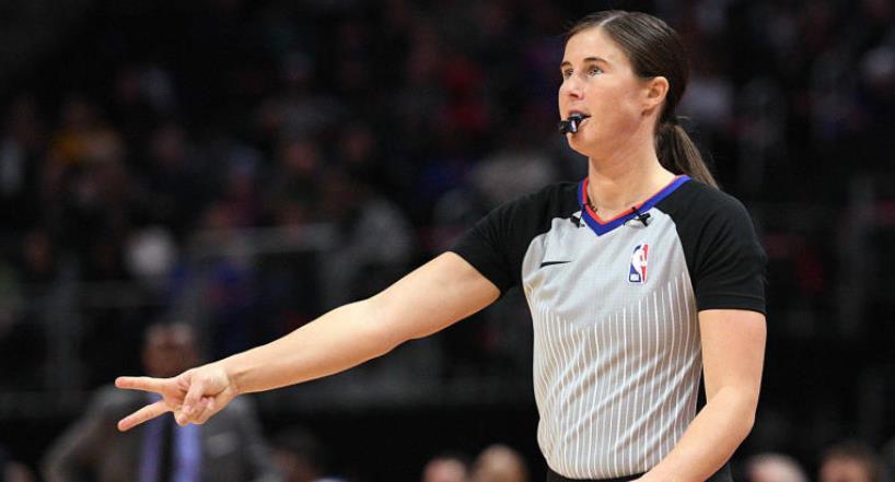 两名女裁判在NBA历史上首次主持同一场比赛