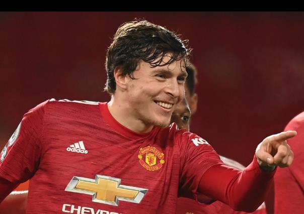 曼联于2017年与范迪克签约林德尔洛夫,透露利物浦球星的前南安普敦队友查理•奥斯丁