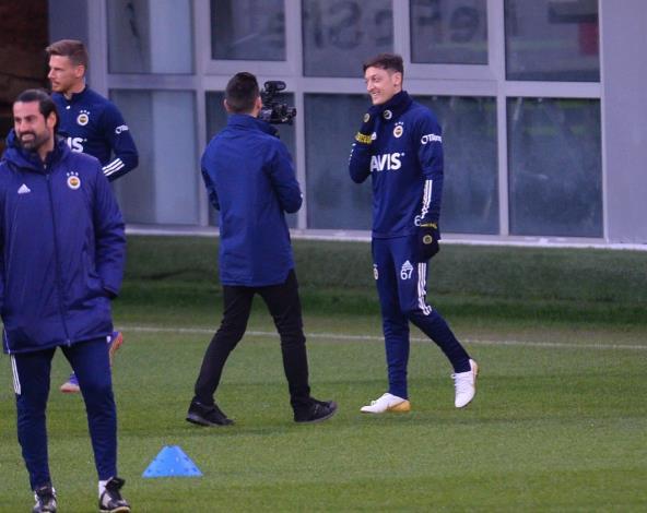 Mesut Ozil转会后很开心,他转到了新的俱乐部很开心
