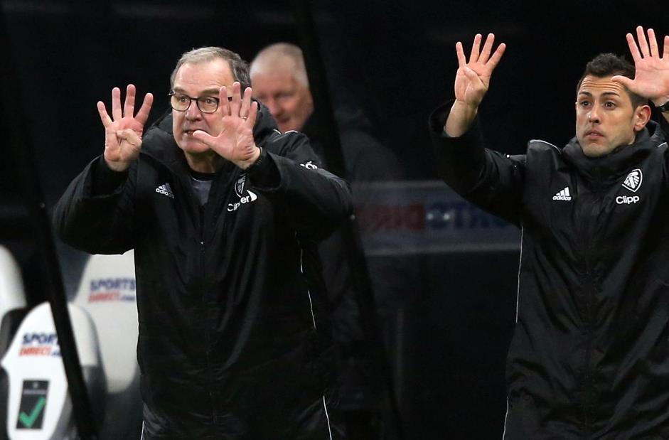 利兹老板马塞洛·比尔萨等到赛季结束后才开始续约谈判,因为俱乐部战Prem的生存
