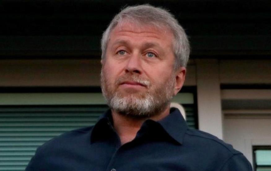 切尔西老板罗曼•阿布拉莫维奇因右后卫遭到歧视而震惊