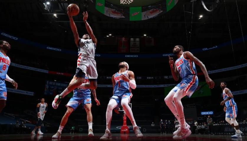 华盛顿奇才队在最后10秒内命中了两个三分球,从星光熠熠的布鲁克林篮网队夺取了胜利