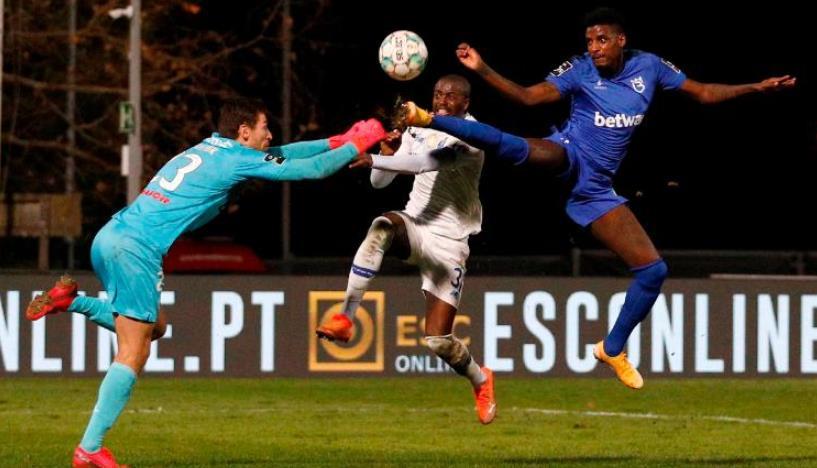 波尔图后卫纳努在与对手守门员发生碰撞后遭受脊髓损伤