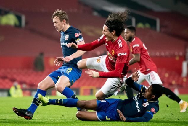 在脚踝受伤后曼联如何与卡瓦尼队对阵埃弗顿队,但巴伊在圣徒拆迁后表示怀疑