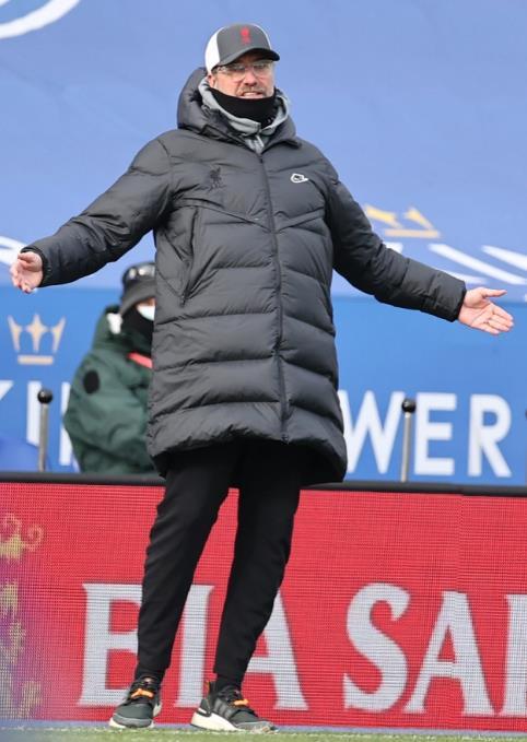"""曼联队长哈里•马奎尔在说VAR""""没有给他们任何东西""""后,在于尔根•克洛普挖了薄薄的一层"""