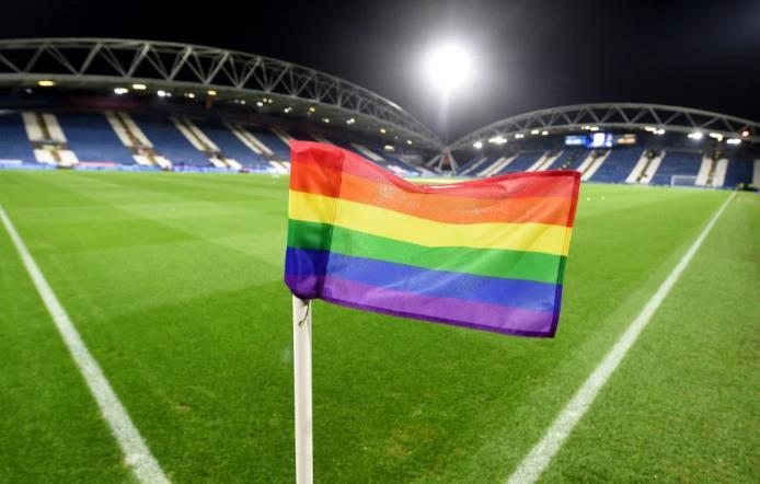 阿森纳的后卫赫克托·贝勒林不相信足球界已经开始接受公开的同性恋球员。