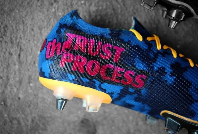 """阿森纳明星亚历山大•拉卡泽特展示了他的新""""神偷奶爸""""风格的"""" MinionzetteS""""足球鞋"""