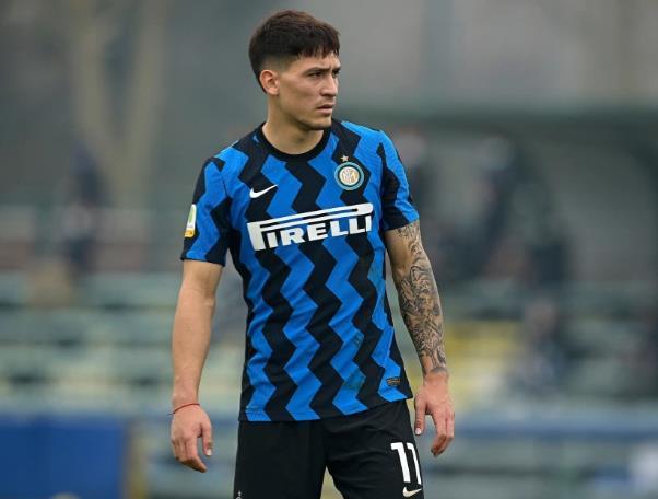 """米兰国际青年队的马丁•阿德里安•萨特里亚诺•科斯塔已经""""承认""""他因阿森纳和切尔西的谣言而""""受宠若惊""""。"""
