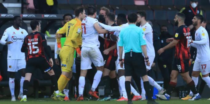 杰克和若昂在伯恩茅斯和沃特福德明星激烈交锋时大吵大闹