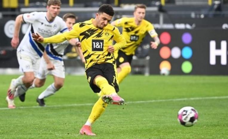 多特蒙德以3-0比分击败阿米尼亚.比勒费尔德