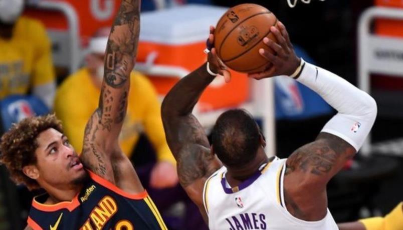 洛杉矶湖人队取得胜利,詹姆斯参加了他的第1300场NBA常规赛