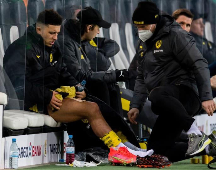 杰登•桑乔将多特蒙德队射入了德国杯半决赛后受伤了