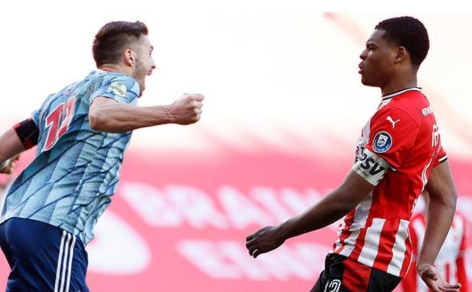PSV向体在育场外被硬币所受到攻击的阿贾克斯队长道歉
