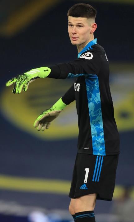 切西尔被利兹门将伊蘭•梅斯利亞拒绝时,他们试图在2018年签约