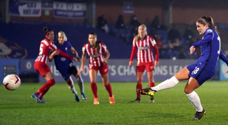 艾玛•海耶斯在女子冠军联赛最后16场首回合中表现出色