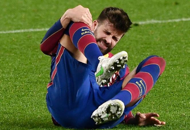 杰拉德•皮克的膝盖再次受伤在周三深夜击败塞维利亚的比赛中