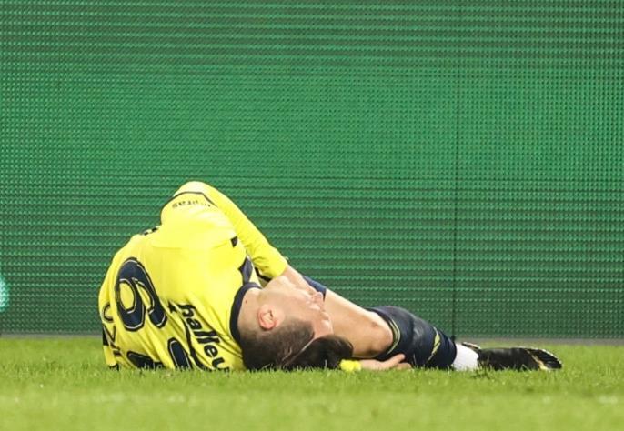 球星梅苏特•厄齐尔的脚踝受伤