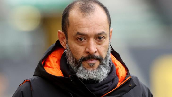 狼队老板说,他将继续屈膝支持反对种族主义的斗争