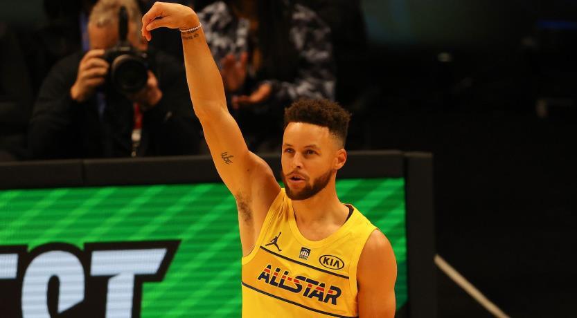 斯蒂芬·库里在决赛中赢得令人振奋的NBA全明星3分比赛; 多曼塔斯·萨博尼斯赢得技能挑战赛