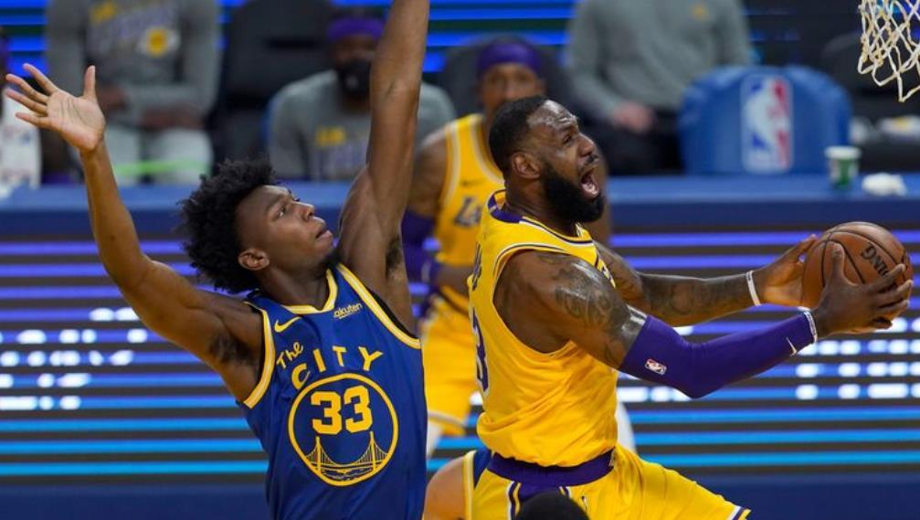 洛杉矶湖人队以128-97击败了金州勇士队