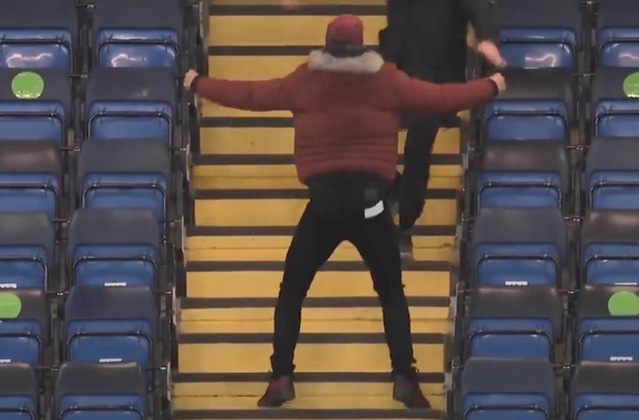 受伤的蒂亚戈•席尔瓦疯抢庆祝切尔西的进球