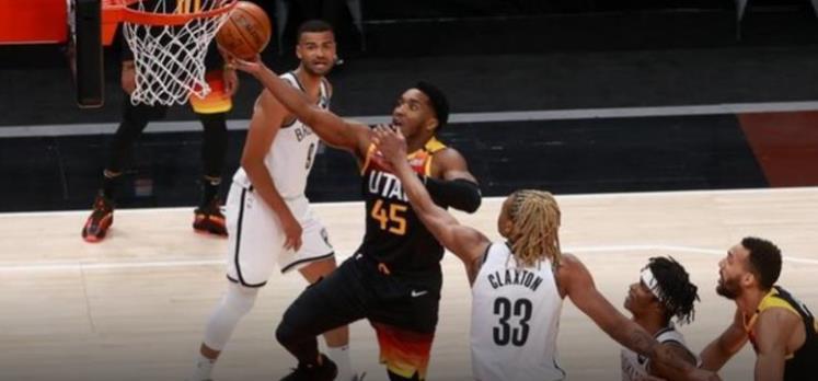 篮网队在没有三名巨星球员的情况下进行了比赛(88 - 118)