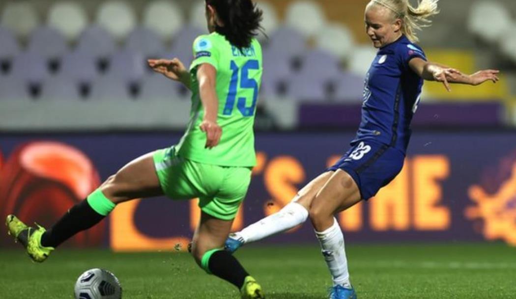 佩妮莱·哈德子在欧洲冠军联赛对阵阵沃尔夫斯堡的比赛中获得了进球