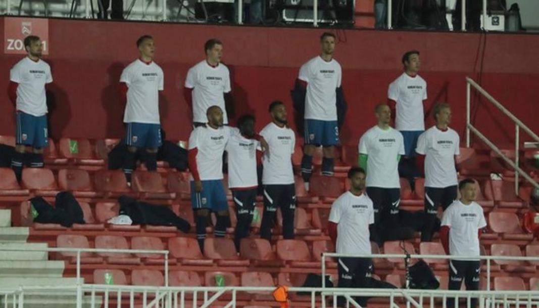 挪威球员在在世界杯预选赛之前抗议以表示对外地员工的尊重