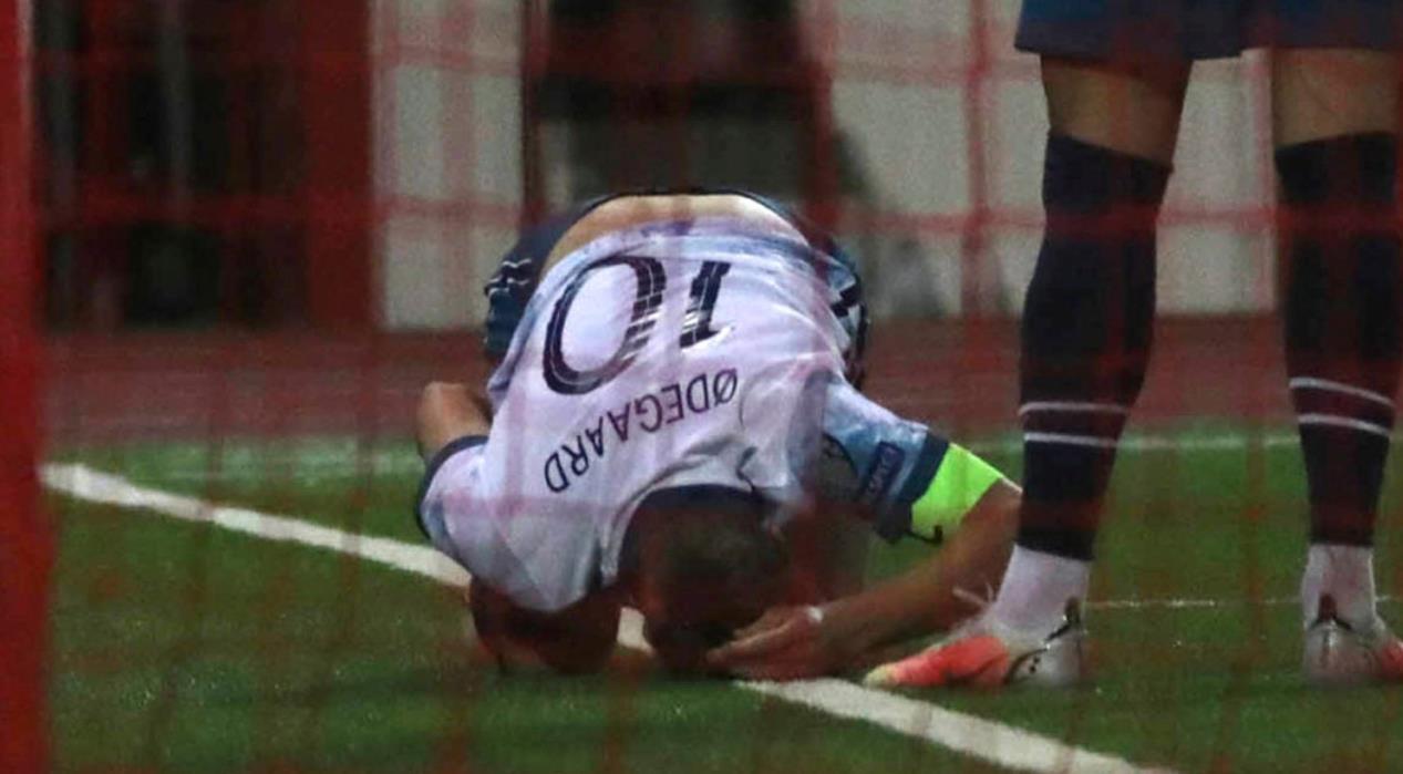 阿森纳前锋因在比赛中受伤而被替补