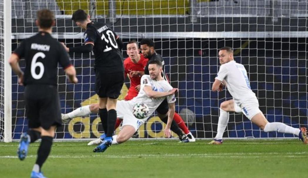 凯·哈弗茨和伊尔卡伊·京多安在德国预选赛中进了球