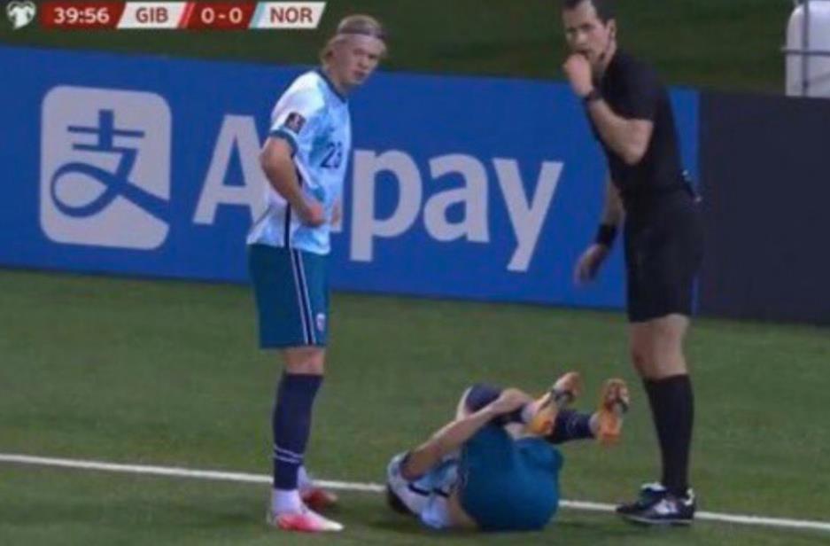 马丁•厄德高因脚踝受伤暂时退出了世界杯预选赛