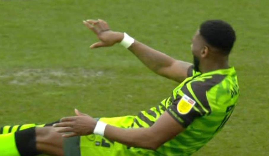 格林森林的马特在对阵博尔顿的比赛中遭受了严重的手伤