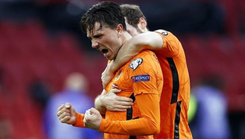 荷兰队在5000名粉丝面前表现出了他们精彩的表现
