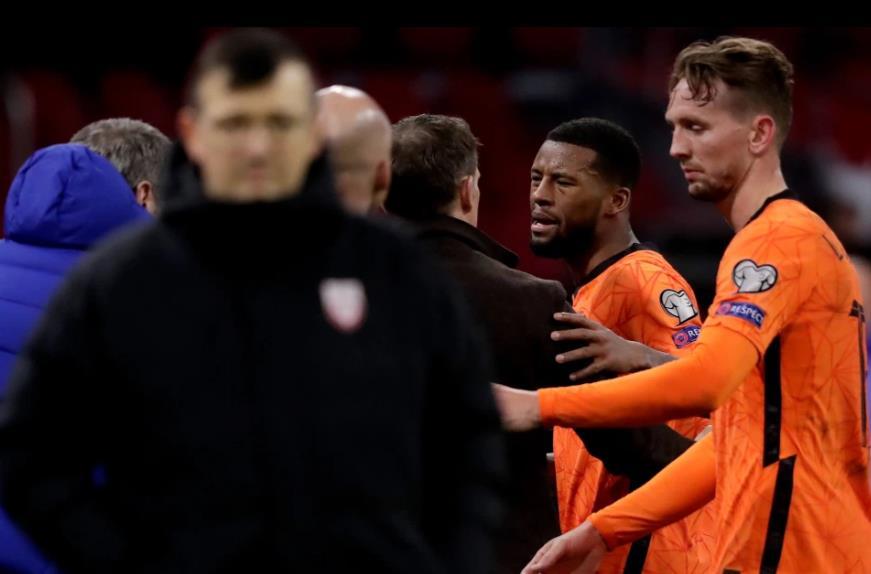 利物浦乔尔吉尼奥•维纳尔杜姆与荷兰老板弗兰克•德波尔一起参加了热线赛