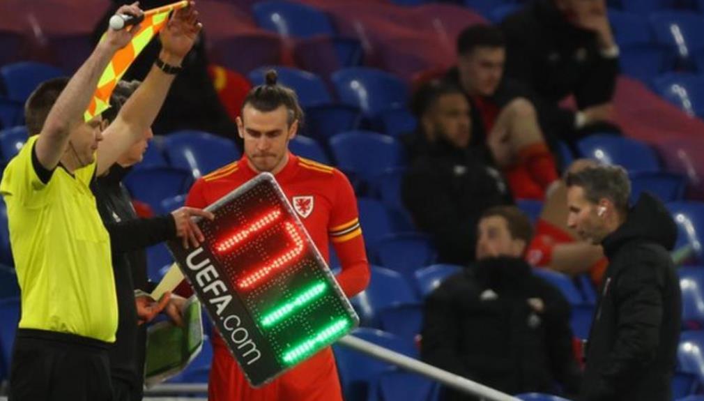 在五名替补员的规则被证实后,欧洲足球联合会联盟有将考虑扩大欧洲冠军联赛的队伍阵容