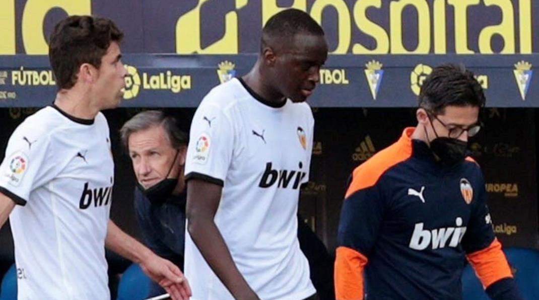 瓦伦西亚球员在加的斯比赛中涉嫌种族歧视后离开球场