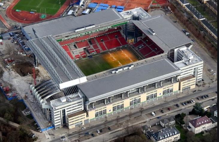 帕克体育场与圣彼得堡体育场对于是否允许粉丝来到现场的态度