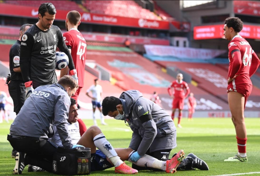 阿斯顿维王牌穆哈默德~哈桑在周六对阵利物浦的比赛中受伤