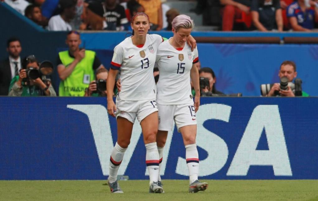梅根~拉皮诺埃和亚历克斯~摩根的进球使美国队击败法国队