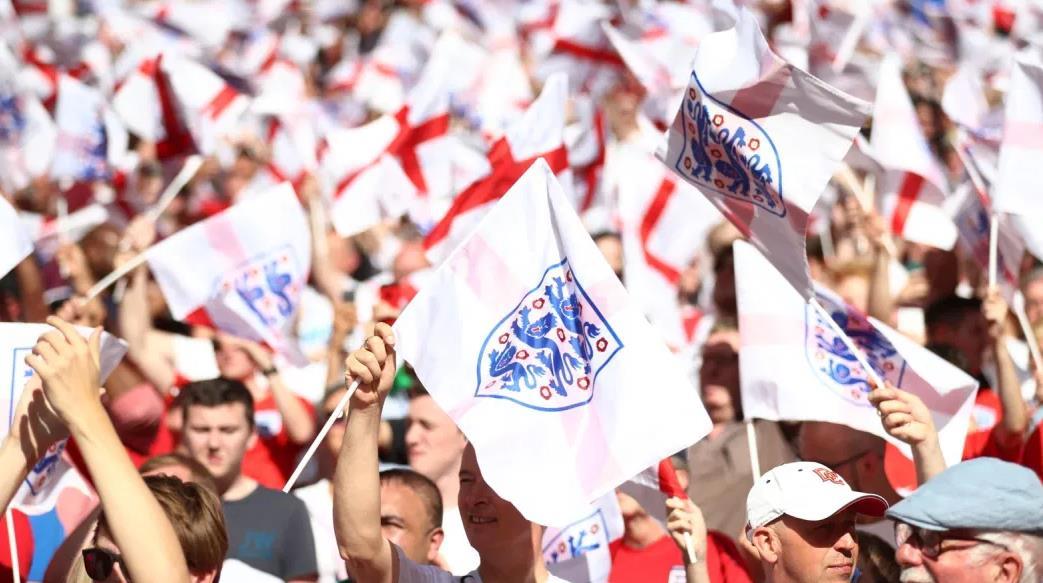 国际足联高管阿列克谢~索罗金 表示,2020年欧洲杯的球员应该在成千上万的球迷面前参加比赛