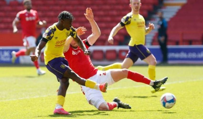 哈德斯菲尔德留在英格兰足球冠军联赛的希望又增加了